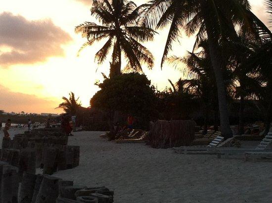 Jacaranda Beach Resort: Il tramonto al Jacaranda