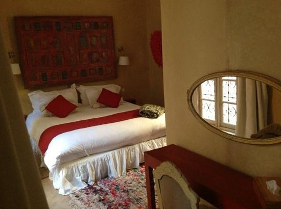Riad Anata:                   red room