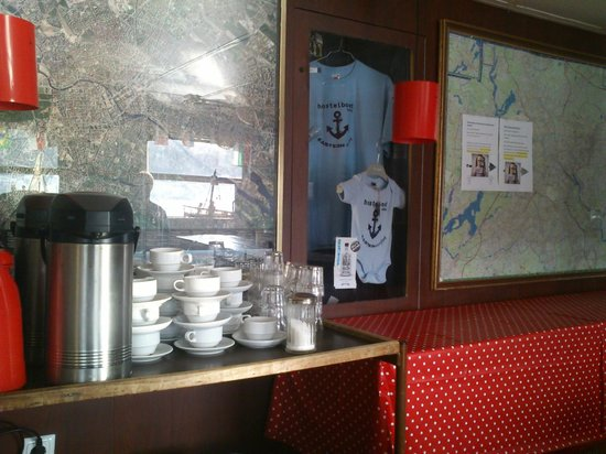 Eastern Comfort Hostelboat:                   free tea & coffee