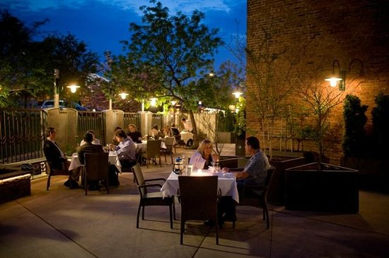 Lancaster Arts Hotel: Terrace dining