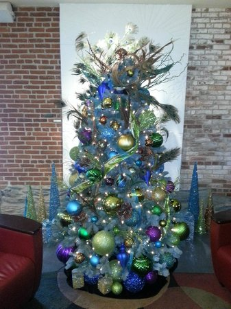 Lancaster Arts Hotel: Christmas Tree in Lobby