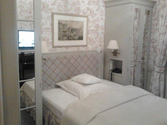 Steigenberger Parkhotel Duesseldorf:                   Camera singola, ma con ampio letto