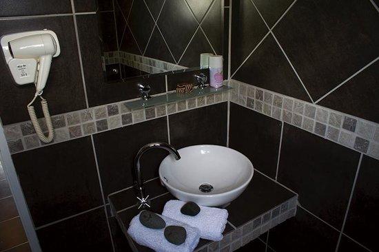 Kamanga Safari Hotel: bathroom