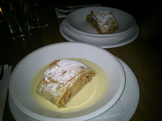 Restaurant RioGrande :                   apple strudel