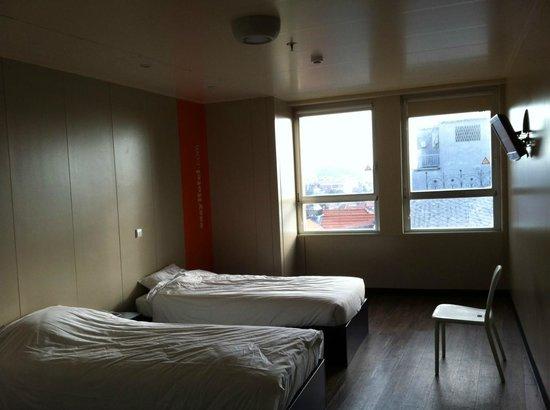 iStay Hotel Porto Centro:                   room