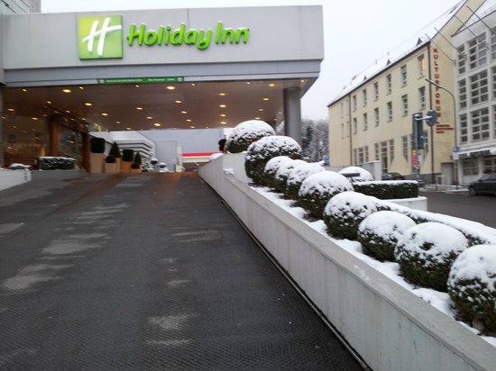 Holiday Inn Munich - City Centre:                                                       Driveway