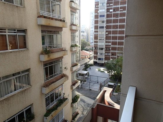 Tryp Sao Paulo Paulista Hotel:                   View outside room 405 from balcony