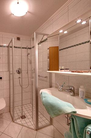 Appartementhaus Absmeier: Badezimmer Apartement