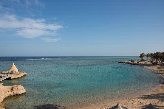 Kahramana Beach Resort: La spiaggia con animazione