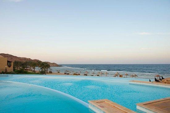 Kahramana Beach Resort: La piscina