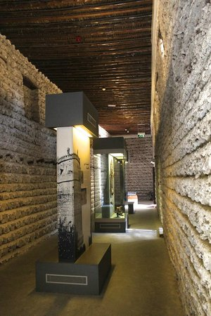 Dubai Museum: One of the many armory exhibit halls
