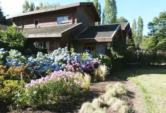 Landhaus San Sebastian:                   Blumenpracht vor dem Landhaus