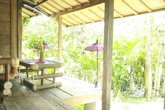 Swasti Eco Cottages:                   relaxing area in our bungalow