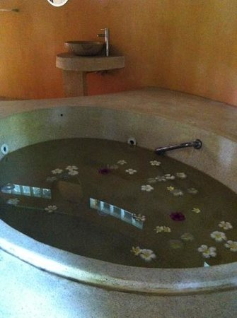 Chaweng Bay View Resort:                   jaccuzzi