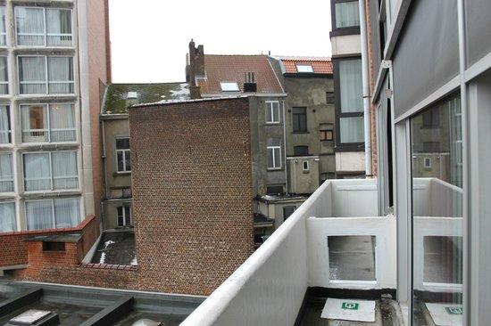Hotel Brussels:                   vue du balcon de la chambre
