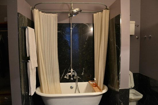 Casa Amora Guesthouse:                   doccia