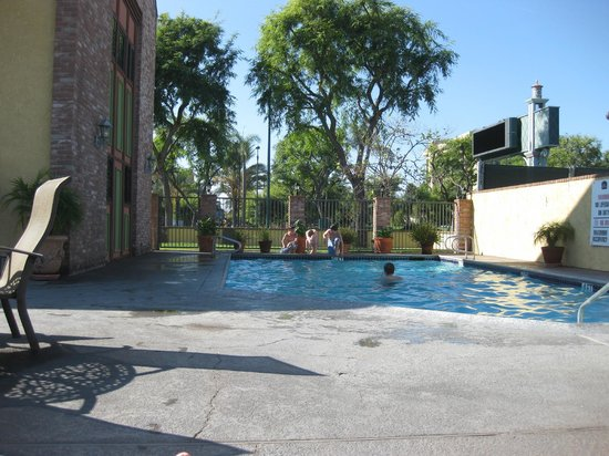 BEST WESTERN PLUS Raffles Inn & Suites:                   Pool