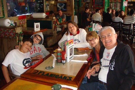 Flanigan's Seafood Bar and Grill :                   almoço de despedida