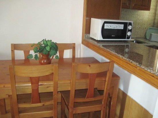 Tinerfe Garden:                   Dining table/kitchen bar