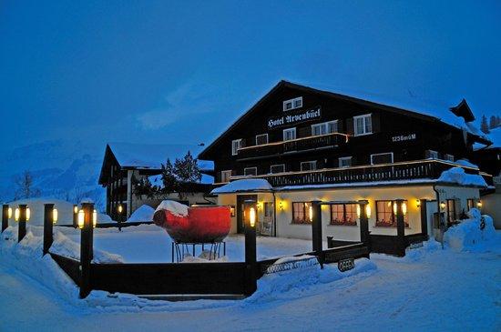 Hotel Arvenbüel: Nachtaufnahme Aussenansicht