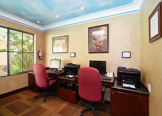 Quality Inn & Suites Walnut: business center