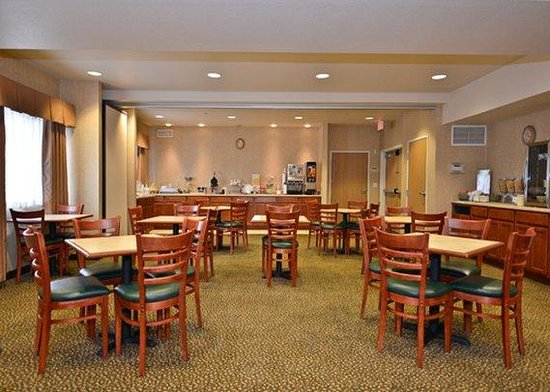 Quality Inn and Suites, Sequim: Breakfast Room