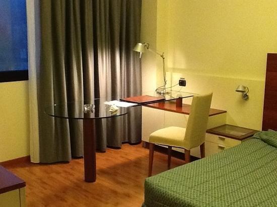 Leonardo da Vinci Hotel Erba : bel desk
