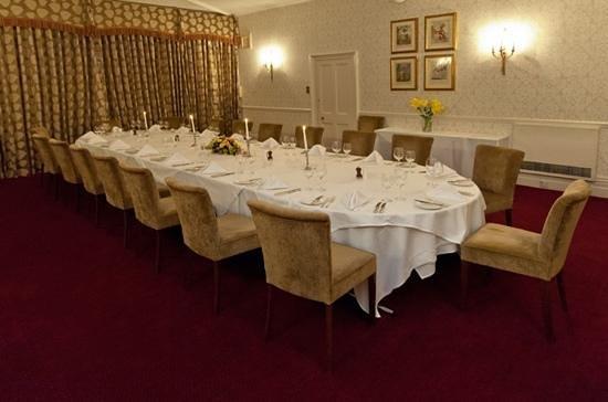 Restaurant at Menzies Flitwick Manor:                   brooks room