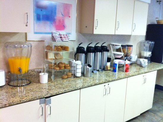 Econo Lodge Denver International Airport:                   Breakfast. 2 choices of cereal and milk or Sunny Delight (not orange juice) as