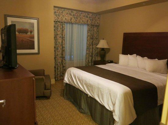 Lake Eve Resort:                   quarto principal com cama king                 