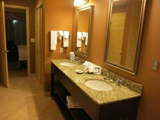 Lake Eve Resort:                   banheiros enormes