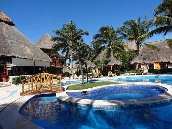 Mahekal Beach Resort: coin piscine