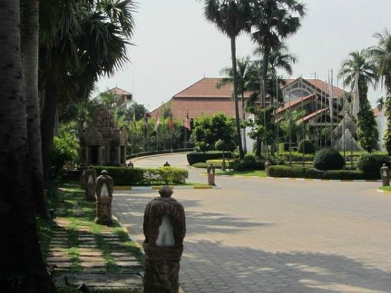 Angkor Palace Resort & Spa:                   入り口