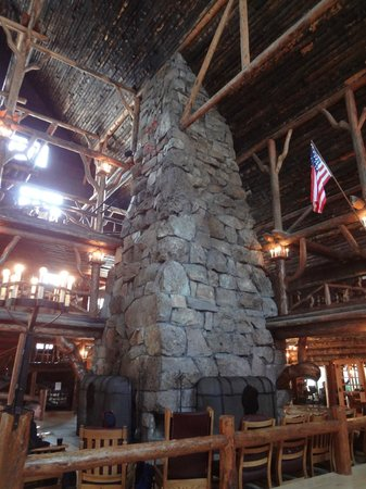 Old Faithful Inn:                   Lobby