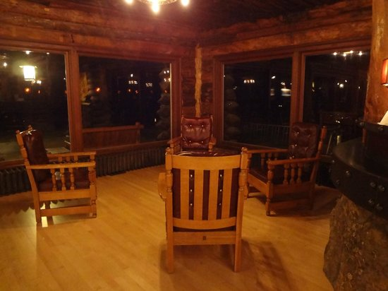 Old Faithful Inn :                   Lobby