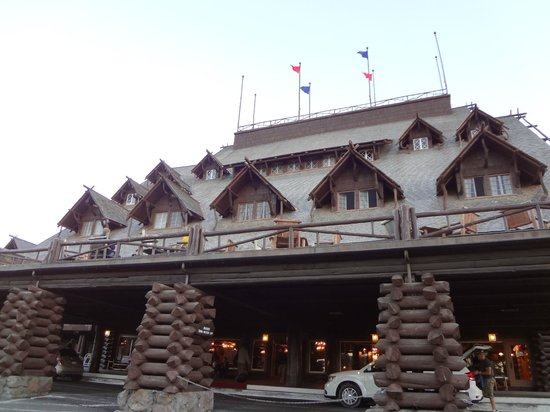 Old Faithful Inn :                   Front of hotel