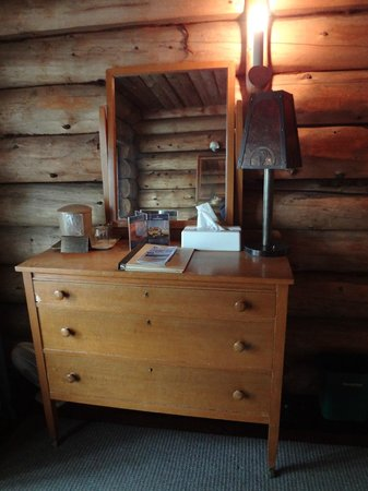Old Faithful Inn:                   Dresser