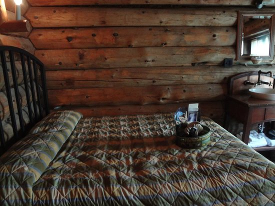 Old Faithful Inn:                   Bed