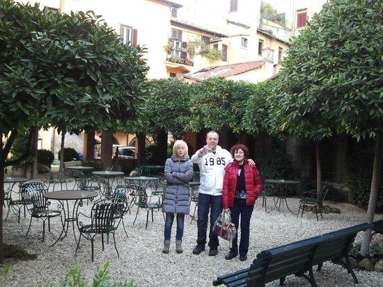 هوتل سانتا ماريا:                   El patio                 