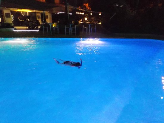 NH Cali Royal:                   la piscina está abierta hasta las 11 pm