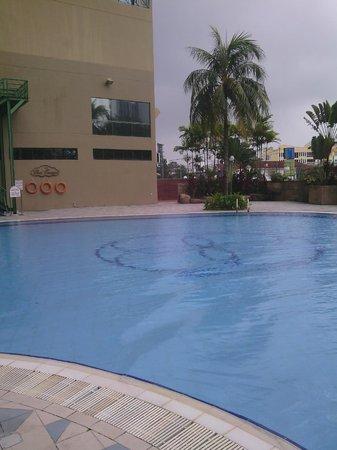 Grand DarulMakmur Hotel Kuantan: Pool