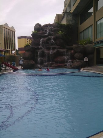 Grand DarulMakmur Hotel Kuantan: Nice pool
