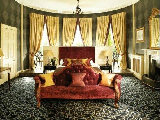 Bishopstrow House: Oval Master Room