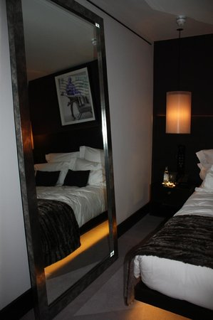 South Place Hotel:                                     bed&mirror