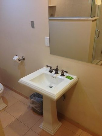 The Freeport Inn and Marina: bathroom, 35