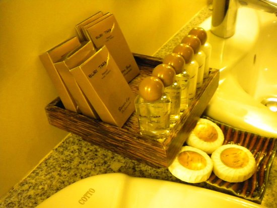 Buri Tara Resort: average bathroom amenities