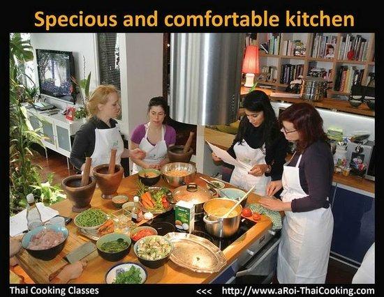 aRoi Thai Cooking: Asian style loft apartment