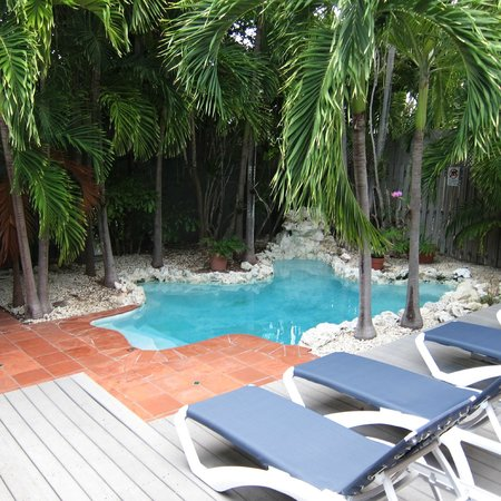 Suite Dreams Inn:                   Private courtyard/pool for Hemingway Suite