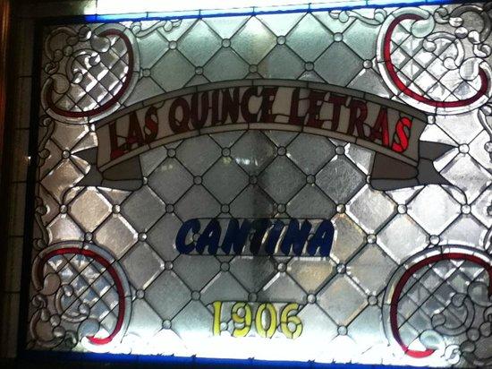 Cantina Las Quince Letras: Interior de la Cantina