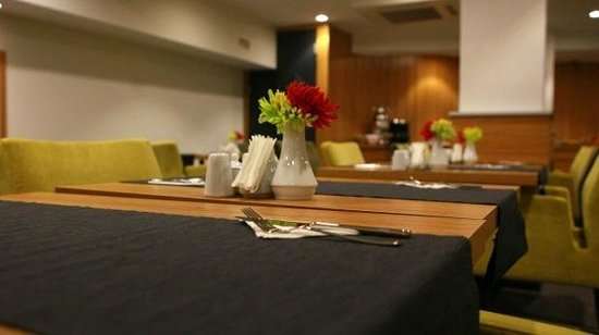 Nish Suites Besiktas: Table
